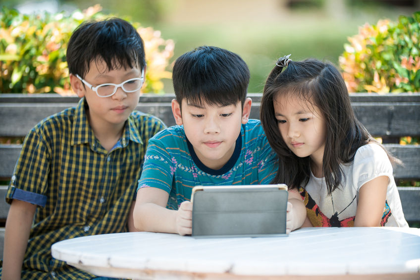 Negative Effects of Technology on Children & How to Prevent That