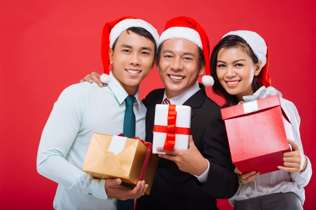 6 Amazing Christmas Gift Ideas for Your Employees in Singapore
